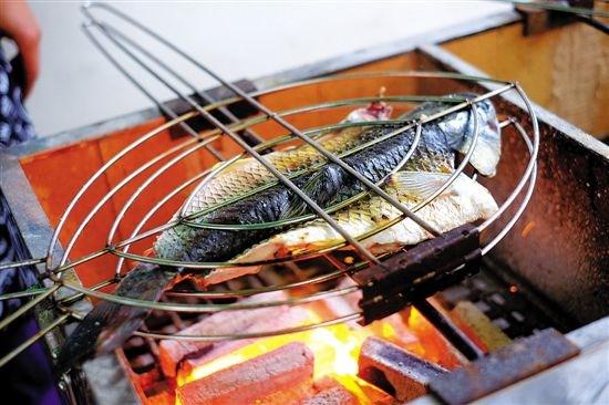 苗家炭火烤鱼